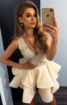 Elegancka sukienka z koronką i falbaną 200-9 Charlotte Numoco