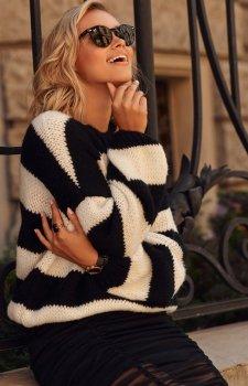 Oversizowy sweter w czarne paski S106