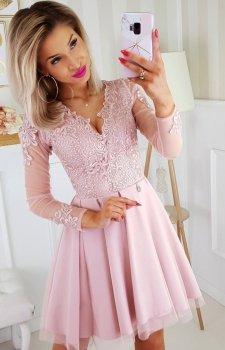 Koronkowa sukienka z tiulowymi rękawami pudrowy róż