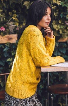 Ciepły swetr z warkoczowym splotem miodowy BK038/3