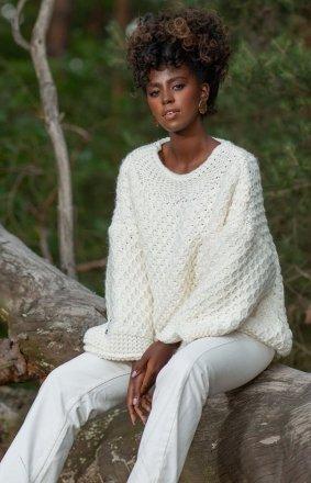 Ciepły sweter damski Chunky ecru F1262