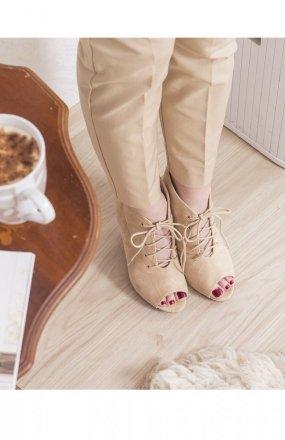 Beżowe sznurowane botki