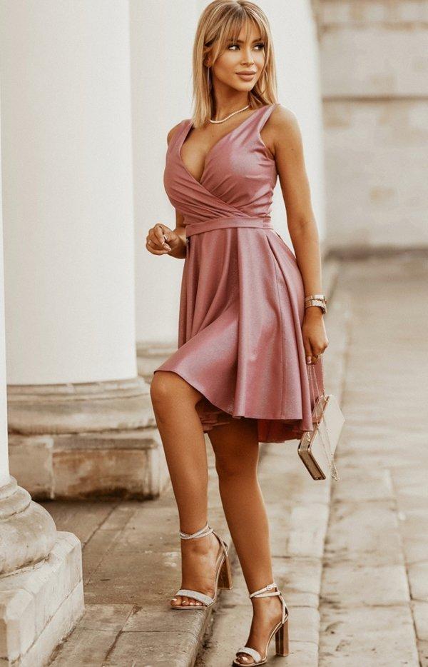 Elegancka błyszcząca sukienka 2215-20-1