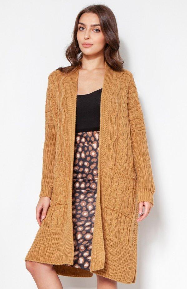 Swetrowy płaszcz z kieszeniami musztardowy SWE139