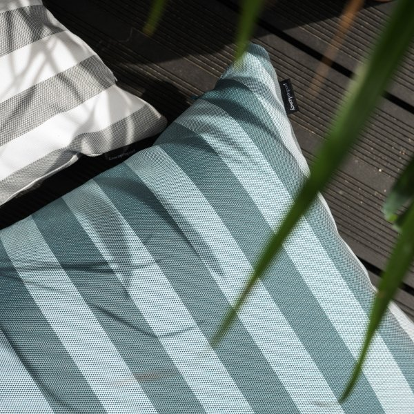 Poduszka ogrodowa w zielone pasy 60x40