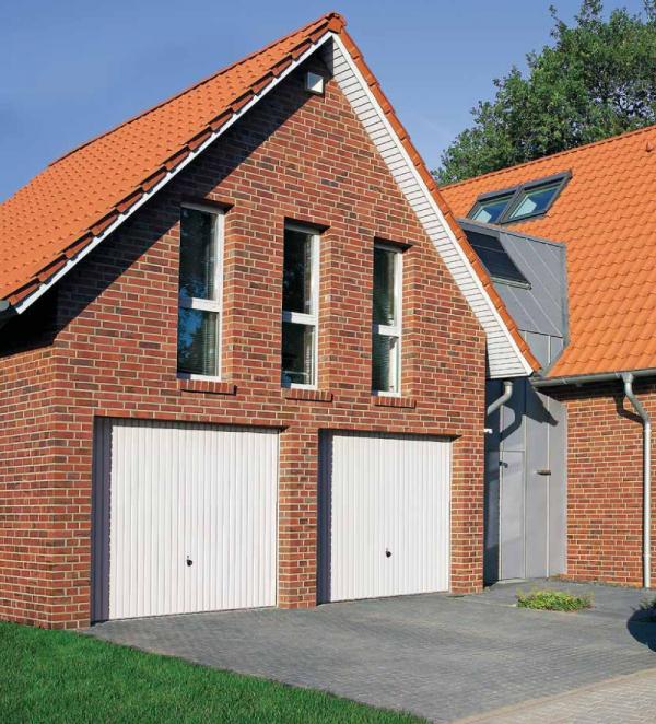 Brama uchylna N 80, 2375 x 2250, Wzór 902 z drzwiami, kolor do wyboru