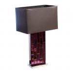 Lampa stołowa z lustrzaną podstawą. Klosz wykonany jest z mocnego czarnego materiału. Rozmiar: 24 x 41 x 67cm. Oprawka: E27 (standardowa żarówka). Napięcie robocze: 230V.