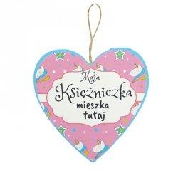 Drewniana tabliczka w kształcie serca z napisem Mała Księżniczka...