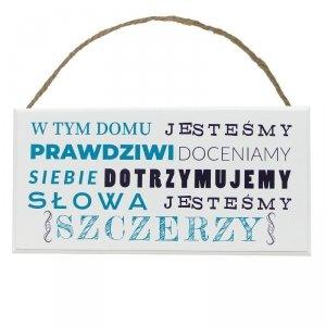 Drewniana tabliczka prostokąt z napisem W tym domu jesteśmy...