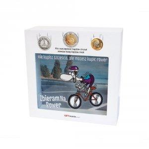 Skarbonka drewniana z napisem Zbieram na rower