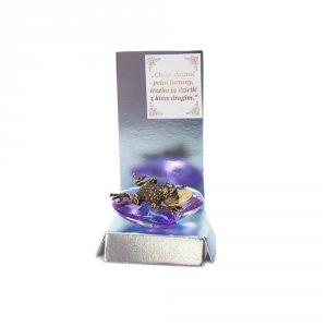 Żaba z groszem na akrylowym sercu z wierszykiem Na Fortunę w ozdobnym opakowaniu