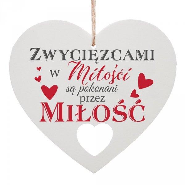 """Drewniana tabliczka w kształcie serca """"Zwycięzcami w miłości..."""""""
